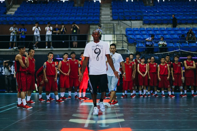 kobe-bryant-nike-2014-rise-basketball-10