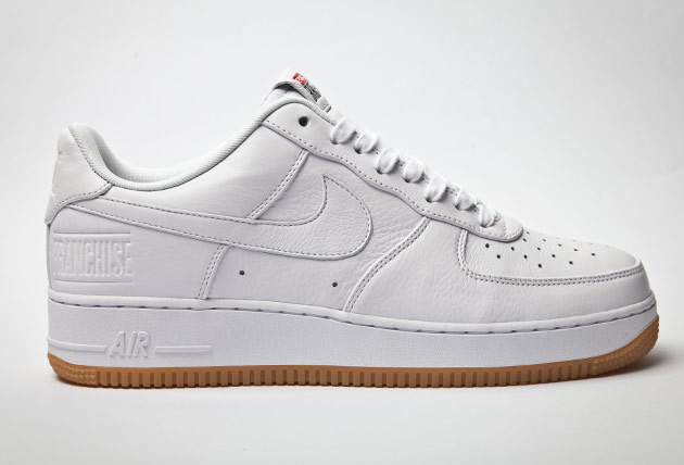 air force 1 noir semelle gomme