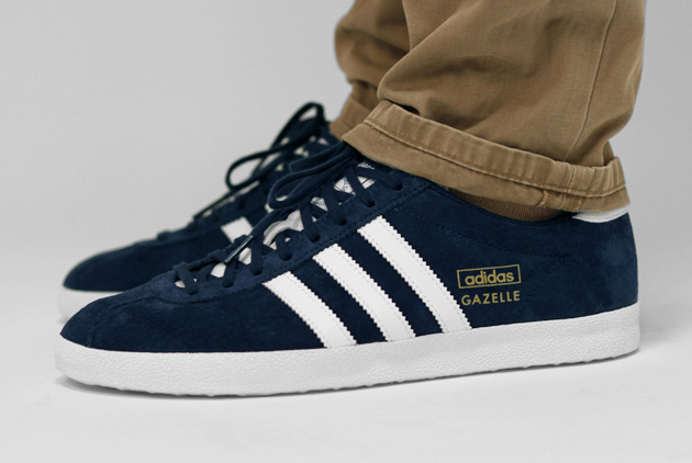adidas gazelle og bleu marine disponible sneakers. Black Bedroom Furniture Sets. Home Design Ideas