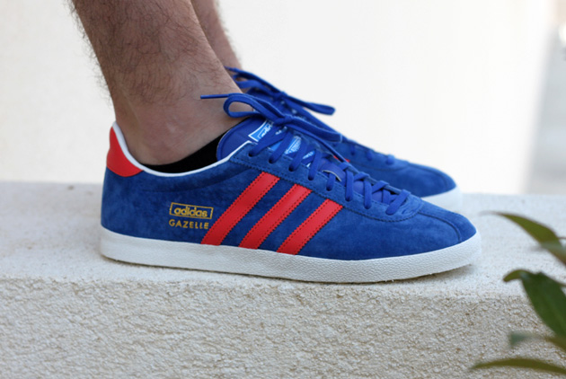 adidas gazelle og bleu rouge disponible sneakers. Black Bedroom Furniture Sets. Home Design Ideas