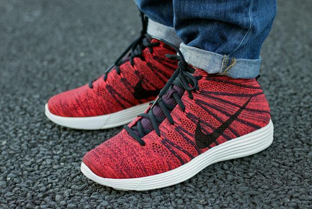 nike lunar flyknit chukka bordeaux rouge disponible sneakers. Black Bedroom Furniture Sets. Home Design Ideas
