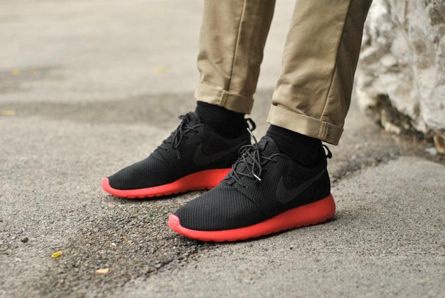 Nike Roshe Run Noir Rouge Disponible