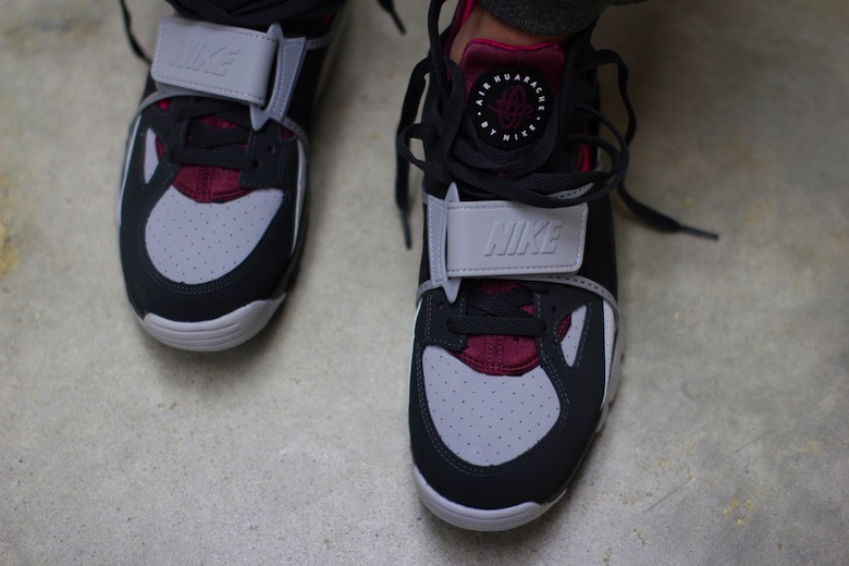Cette Nike Air Trainer Huarache « Fireberry » est à découvrir plus en détails sur cette news.
