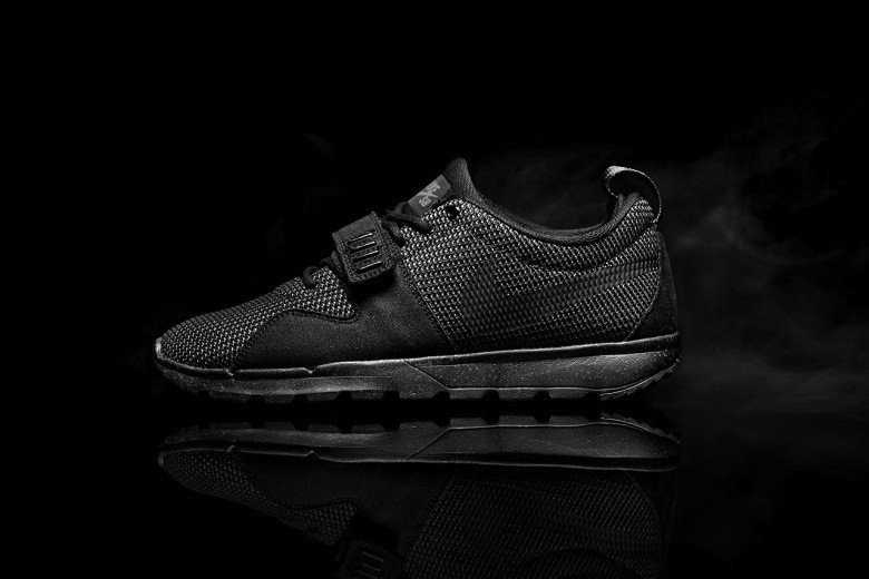 nike-sb-trainerendor-triple-black-1