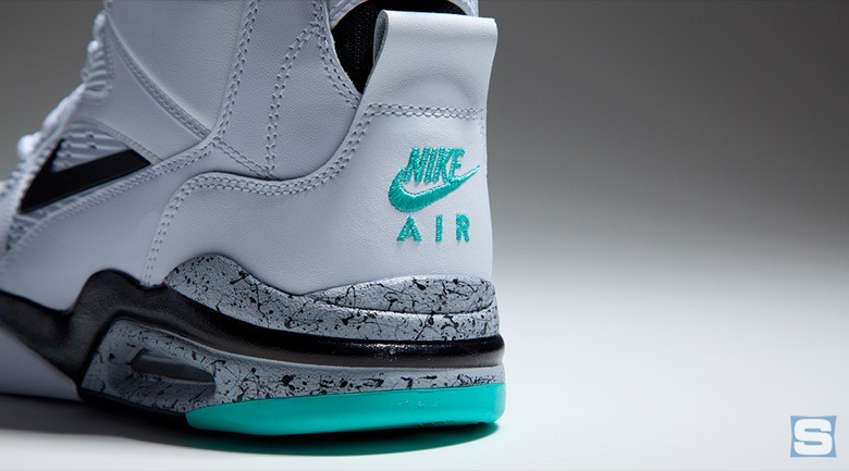 nike-air-command-force-emerald-avril2-2015-1