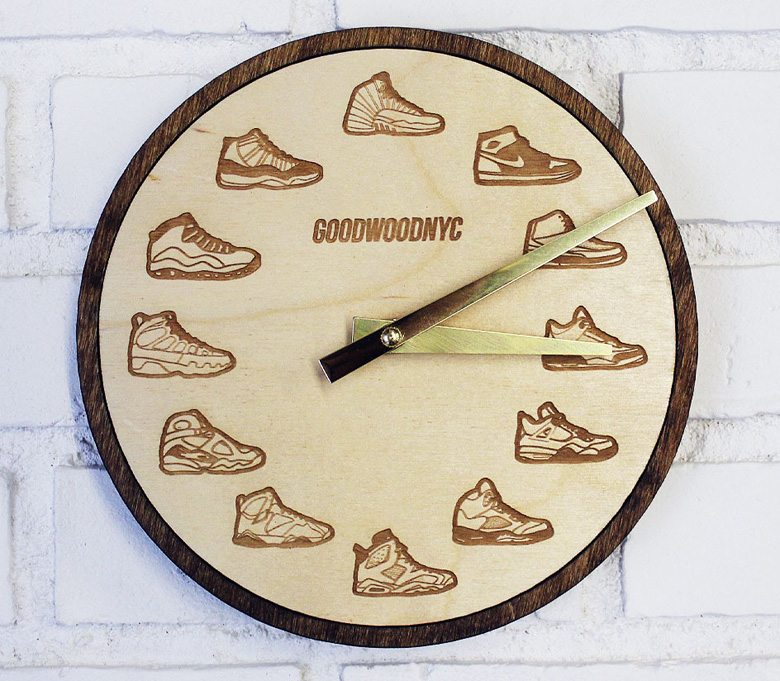 une horloge avec plusieurs air jordan sneakers. Black Bedroom Furniture Sets. Home Design Ideas