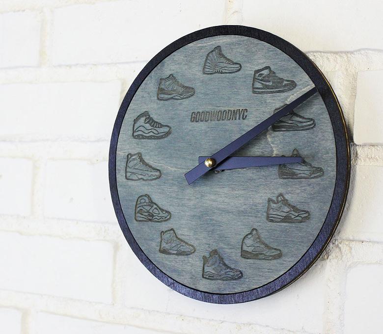 une horloge avec plusieurs air jordan. Black Bedroom Furniture Sets. Home Design Ideas