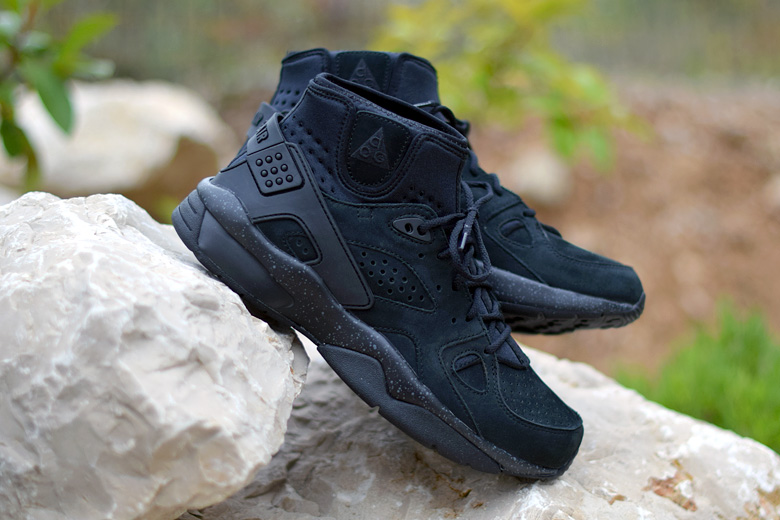 nike-air-mowabb-triple-black-3