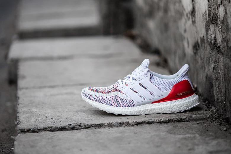 check-out 4d25d 9b934 shop blanc adidas ultra boost on feet 7217b 55dc0