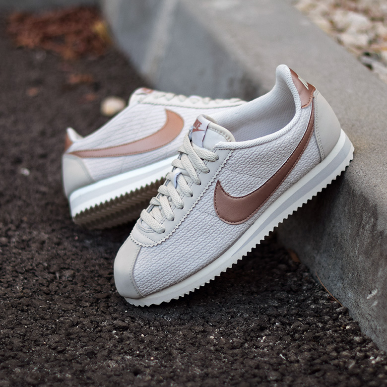 Nike W Cortez Leather Lux - Beige/Bronze - Sneakers.fr