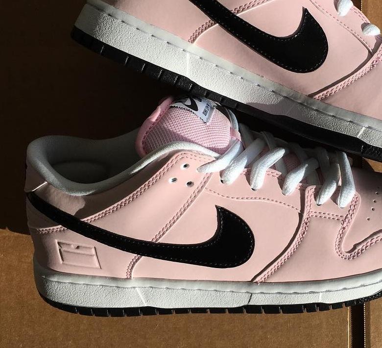 nike dunk pink box