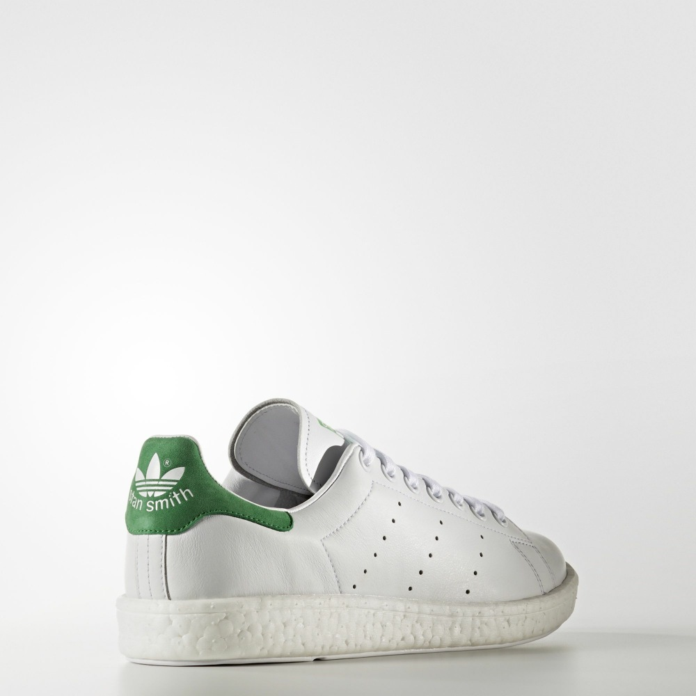 adidas adapte sa semelle Boost à l'adidas Stan Smith.