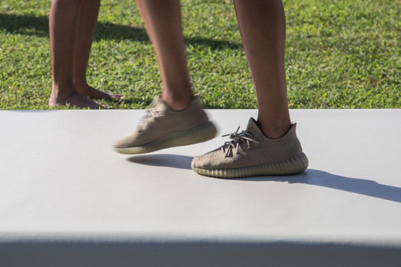 adidas yeezy boost 350 v2 moonrock