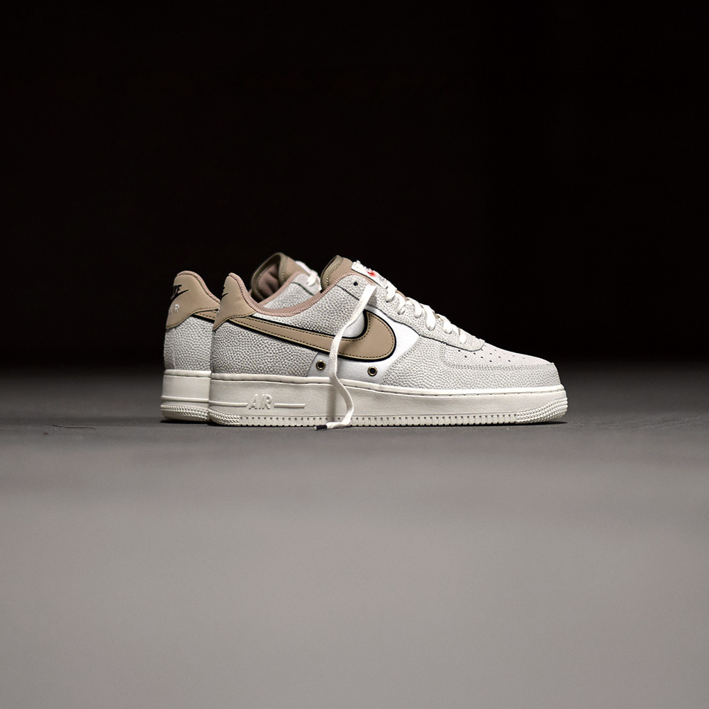 nouveau style 87ed2 e26c7 Nike Air Force 1 « Basketball Leather » - Sneakers.fr