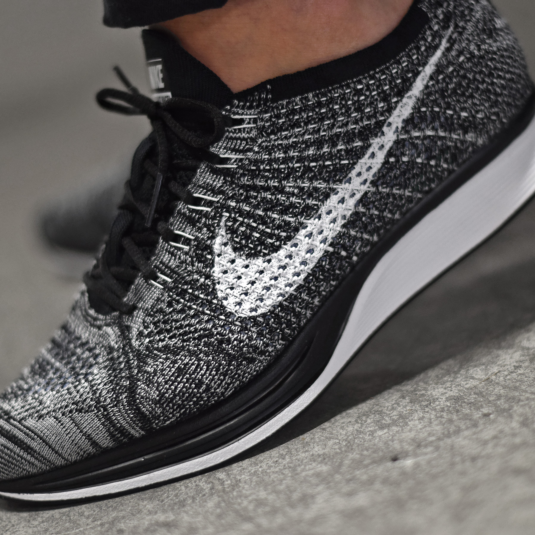 nike flyknit racer oreo de retour sneakers. Black Bedroom Furniture Sets. Home Design Ideas