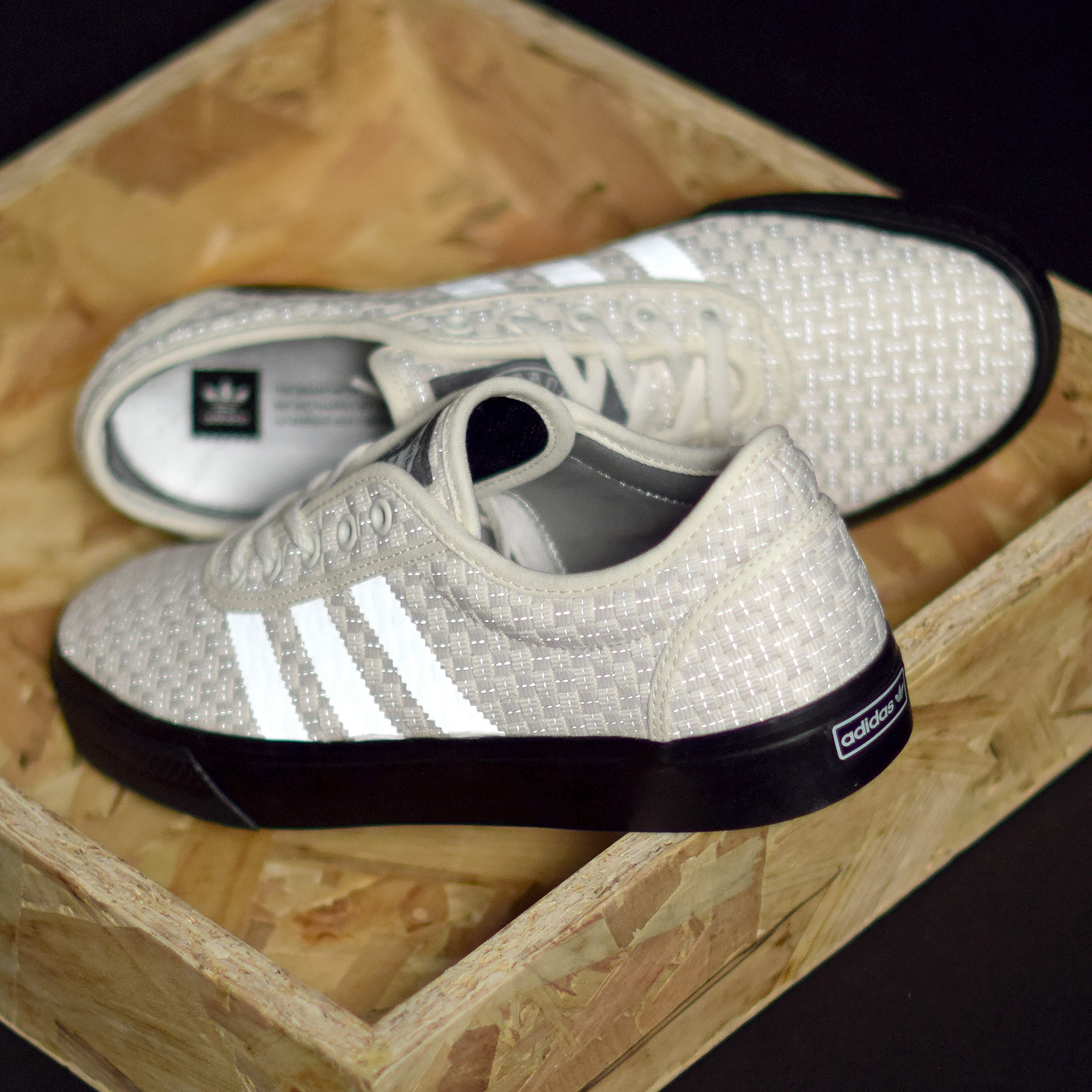 new arrival bc79c f31bf Gasius sattaque à un modèle de la gamme adidas Skateboarding avec cette Gasius  x adidas Adi Ease.