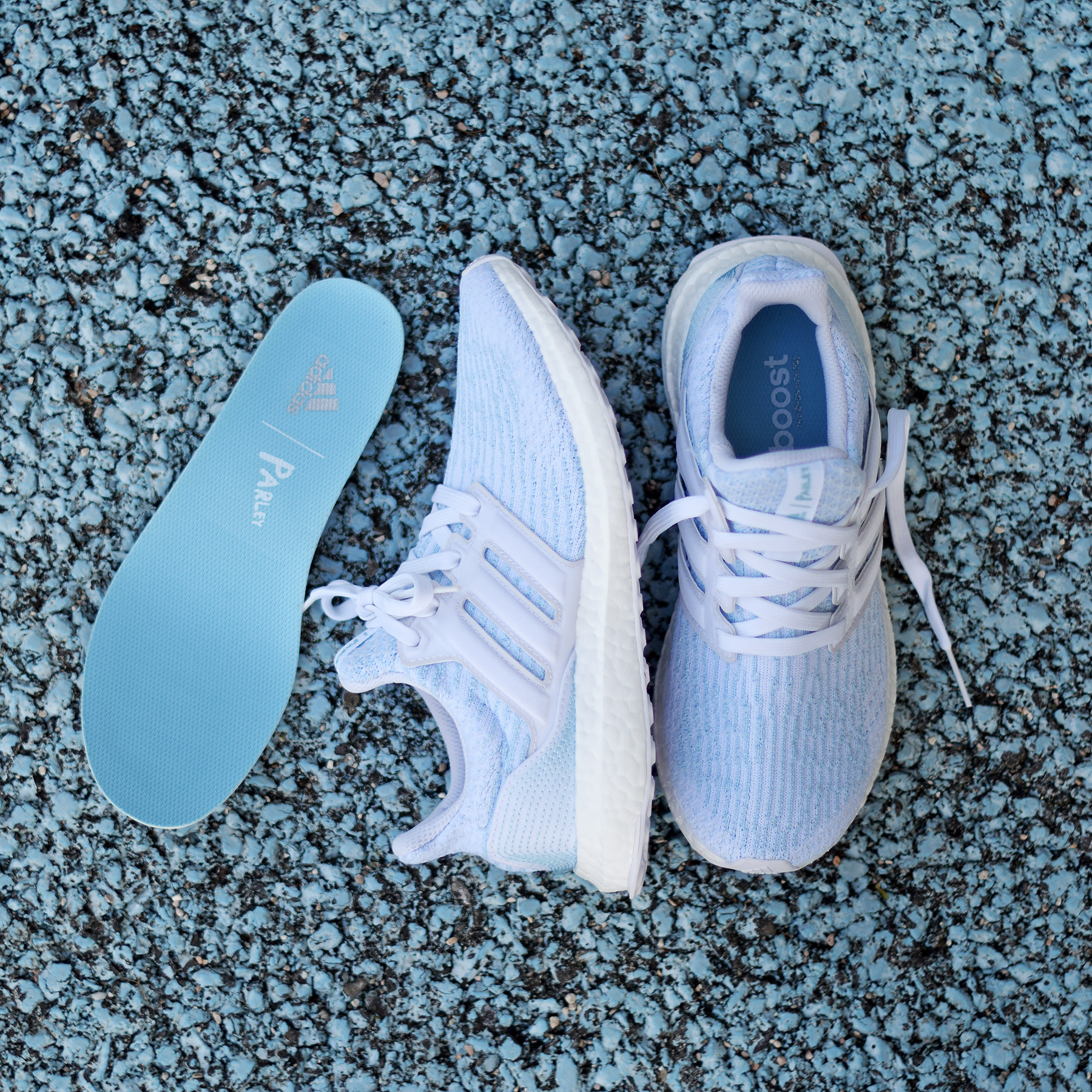 finest selection c076e 83542 adidas Ultra Boost Parley White Ice Blue - Sneakers.fr
