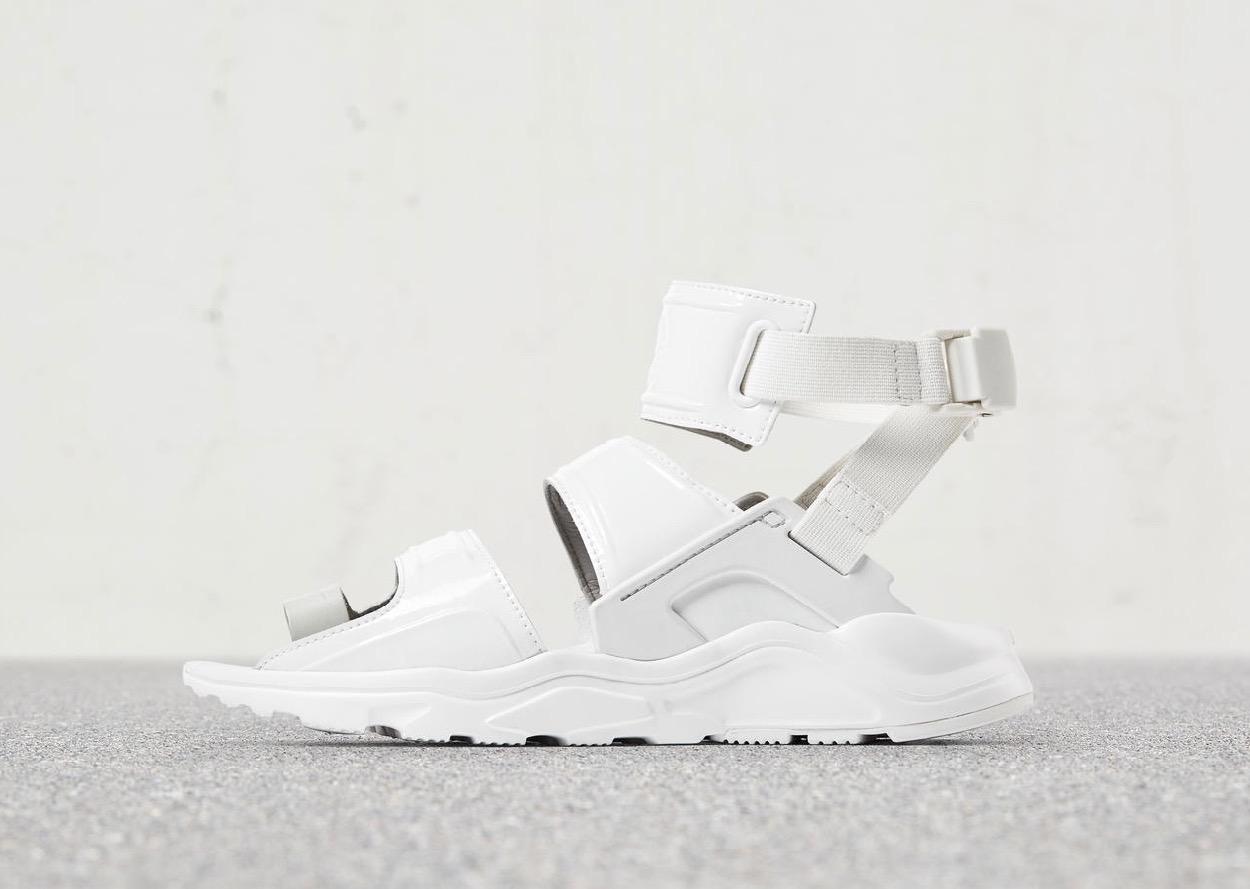Nike change complètement l\u0027aspect de la Nike Air Huarache pour cette  version sandale.