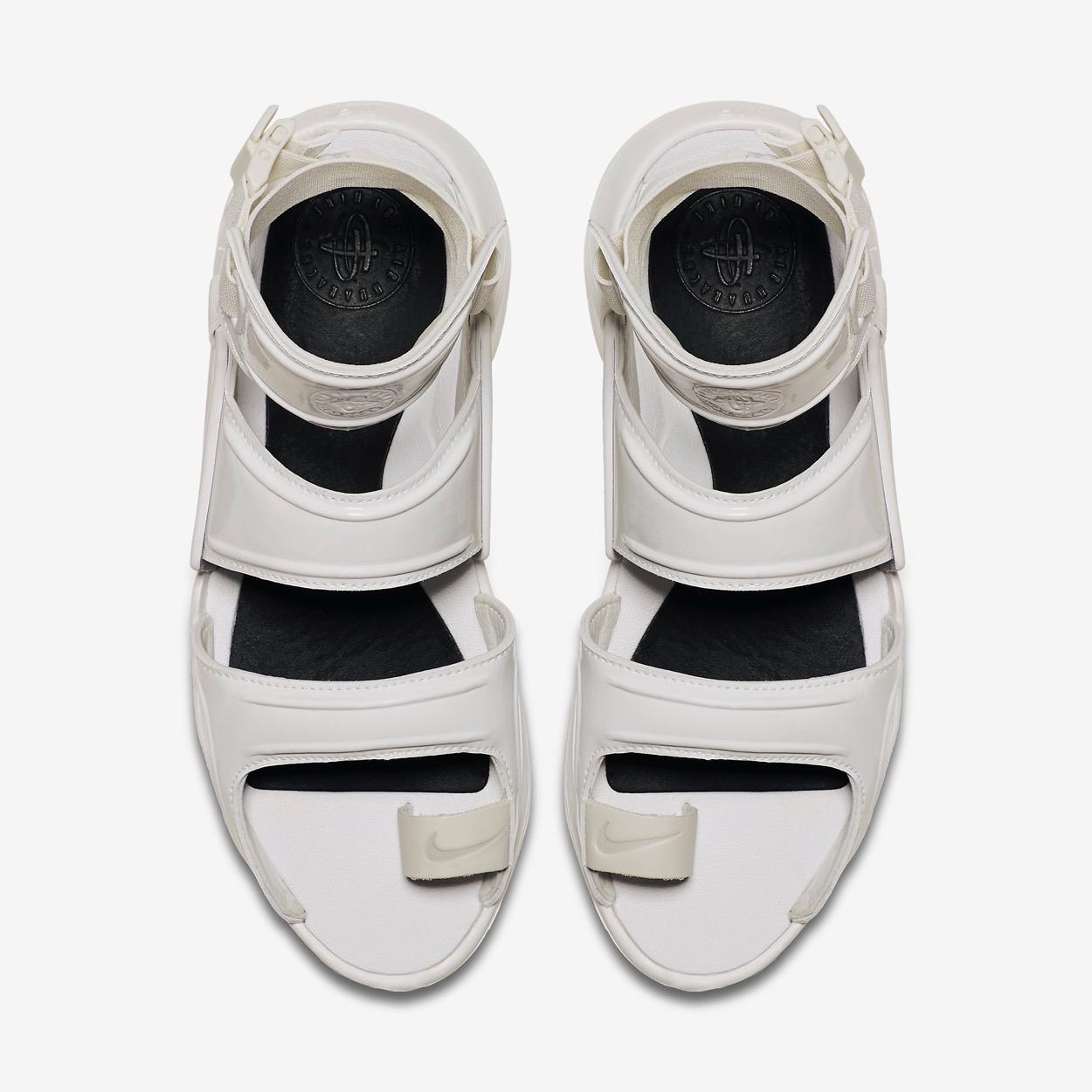 7fc8f61e67ed Nike change complètement l aspect de la Nike Air Huarache pour cette  version sandale.