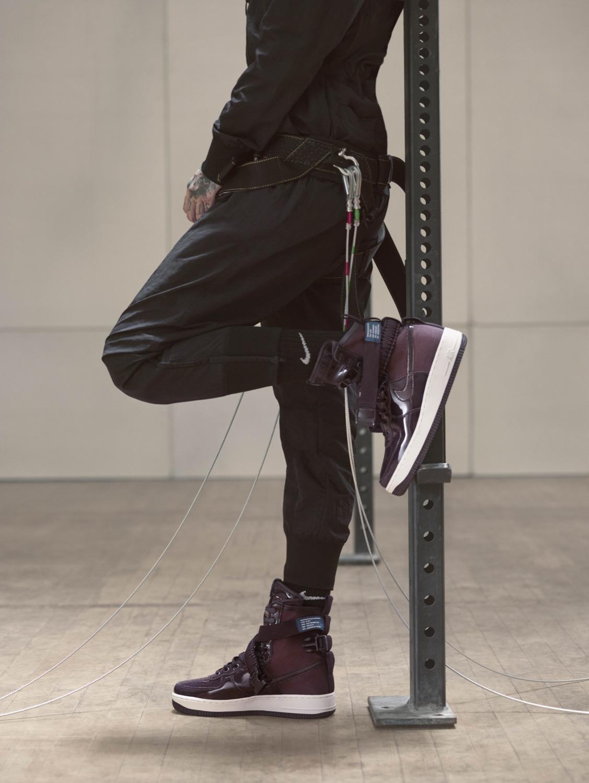 Nike Sportswear Port Wine par Ruby Rose
