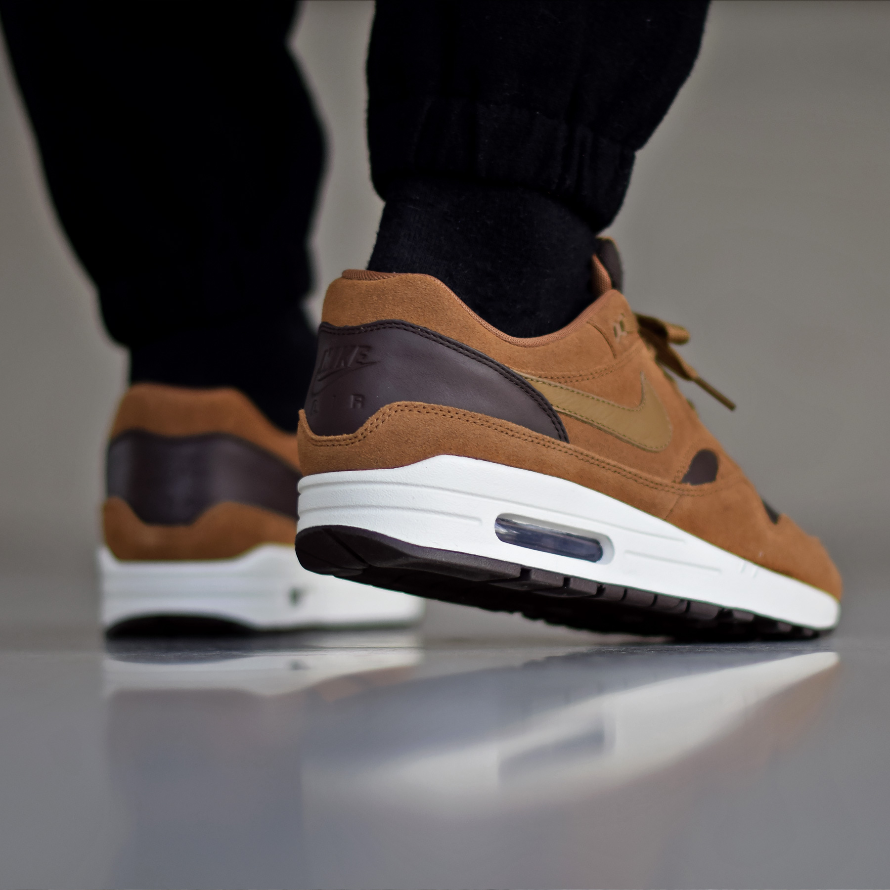 design de qualité 4878a 6a9a5 Nike Air Max 1 Premium Leather Ale Brown - Sneakers.fr