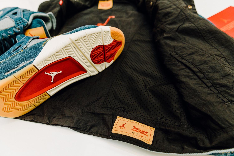 super popular 3d8c9 01db3 Les deux marques s associent pour proposer fin janvier une paire de Air  Jordan IV en denim.