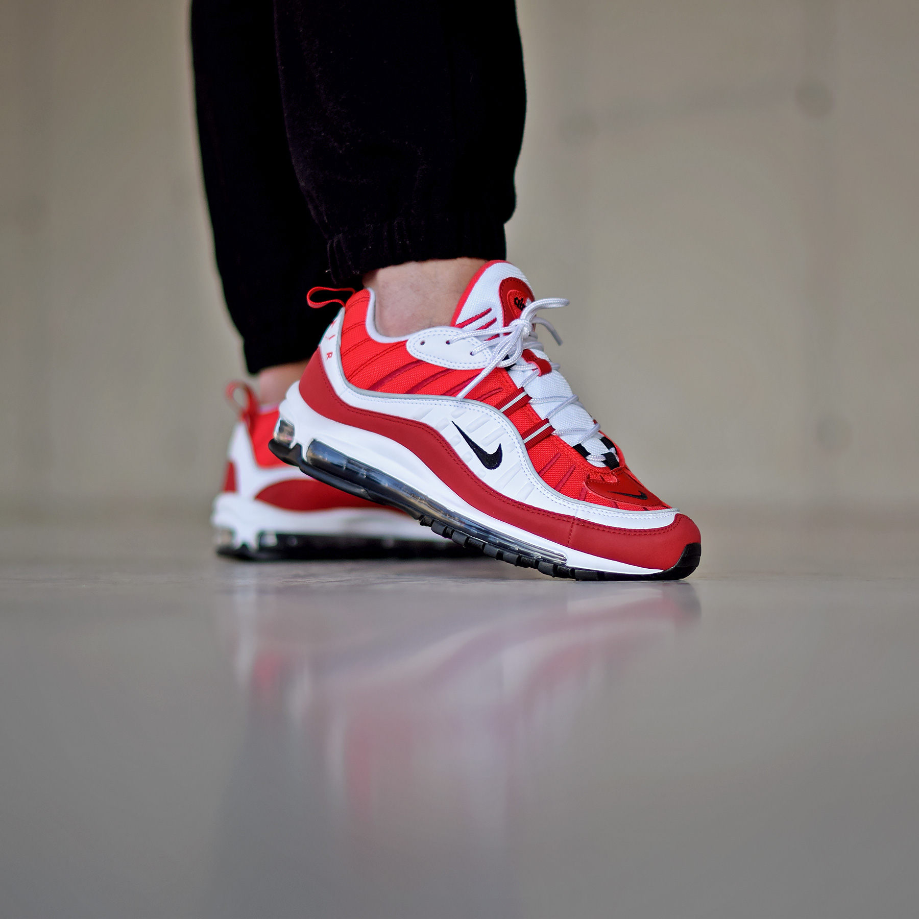 503285e7c0522 Nike W Air Max 98 « Gym Red » - Sneakers.fr