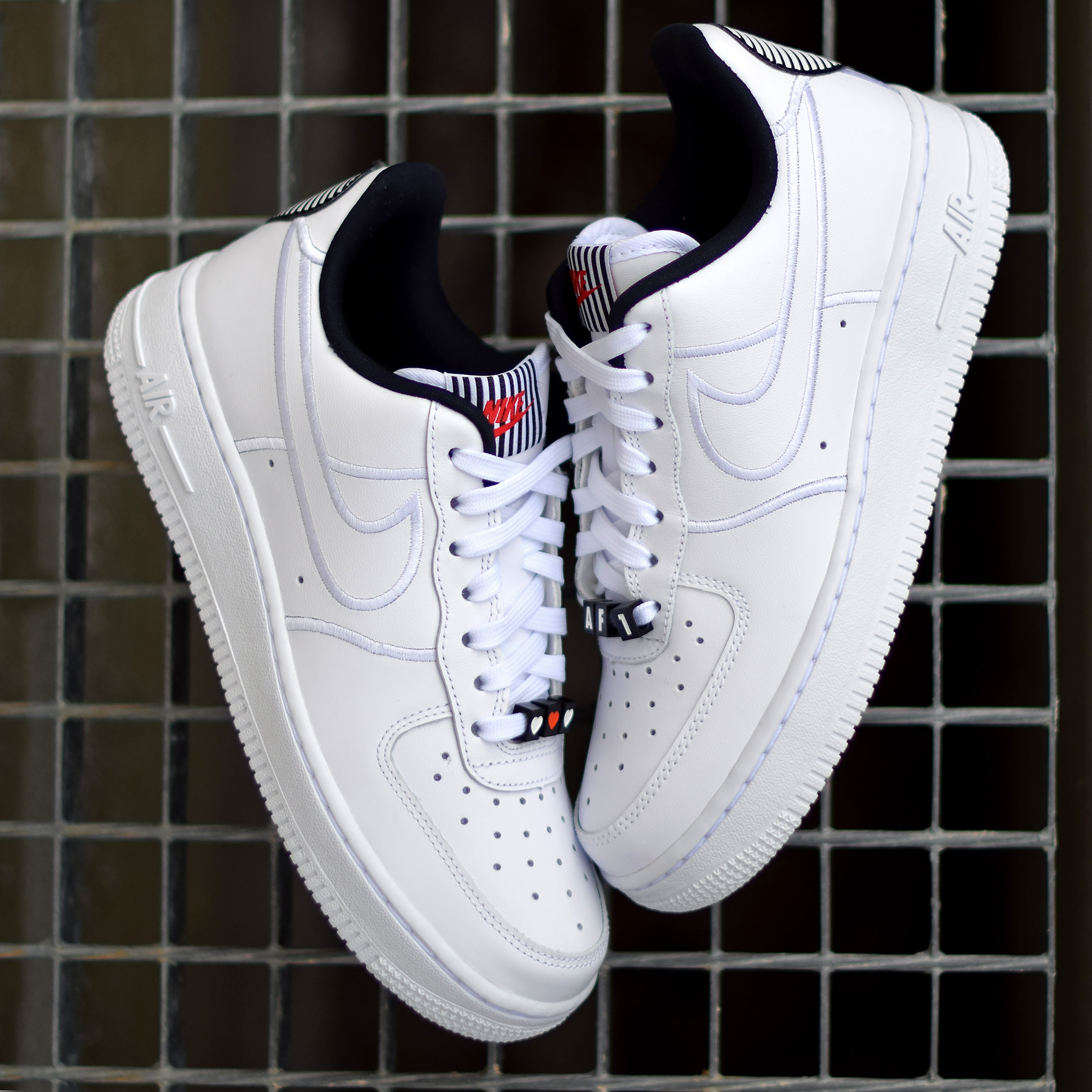 detailed look df84b b4846 Un duo pour la Saint-Valentin chez Nike.