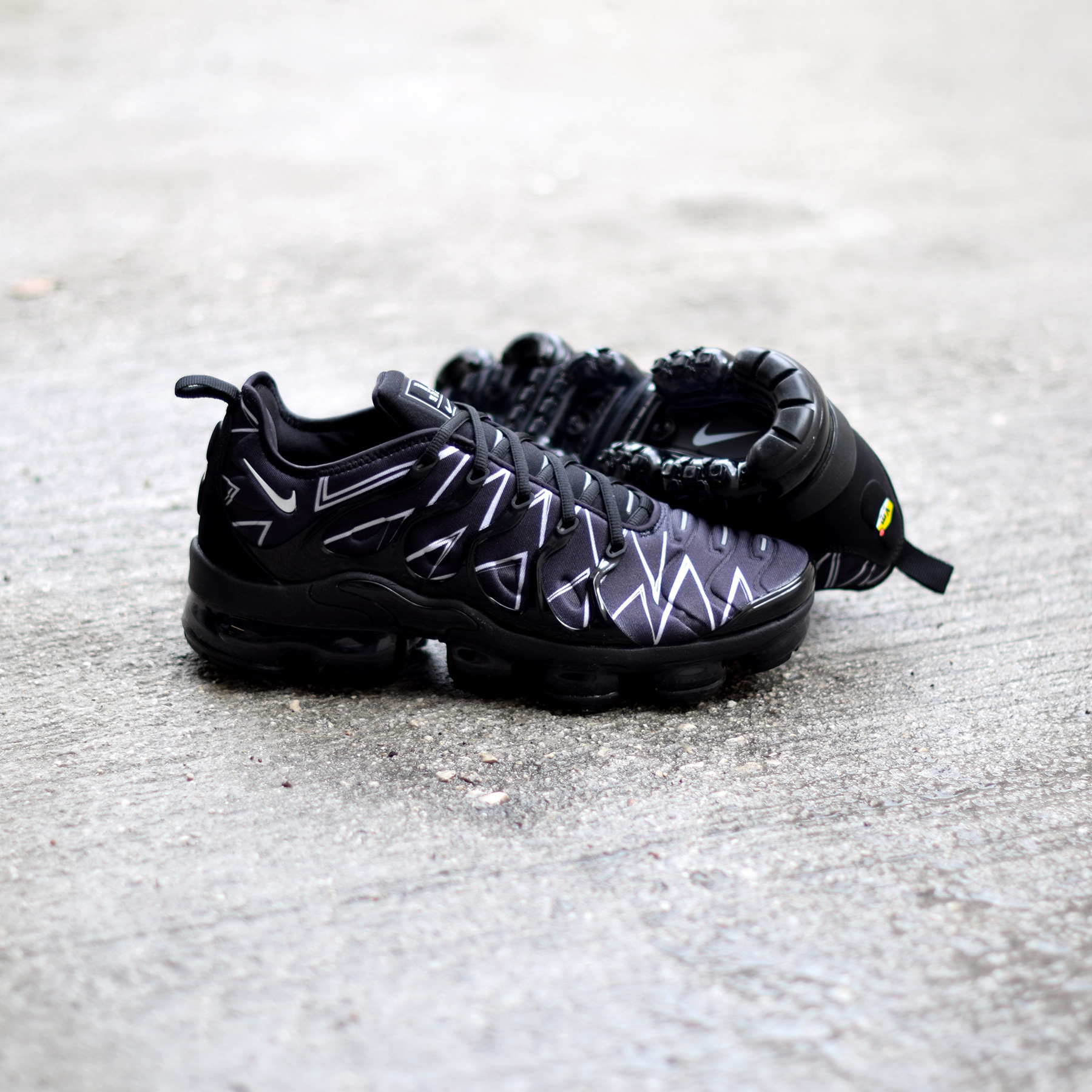 ea8d92ce6f3 NEW Nike Air VaporMax Plus HL Zig-Zag Black AJ6312-001 US 8.5 EU 42 ...