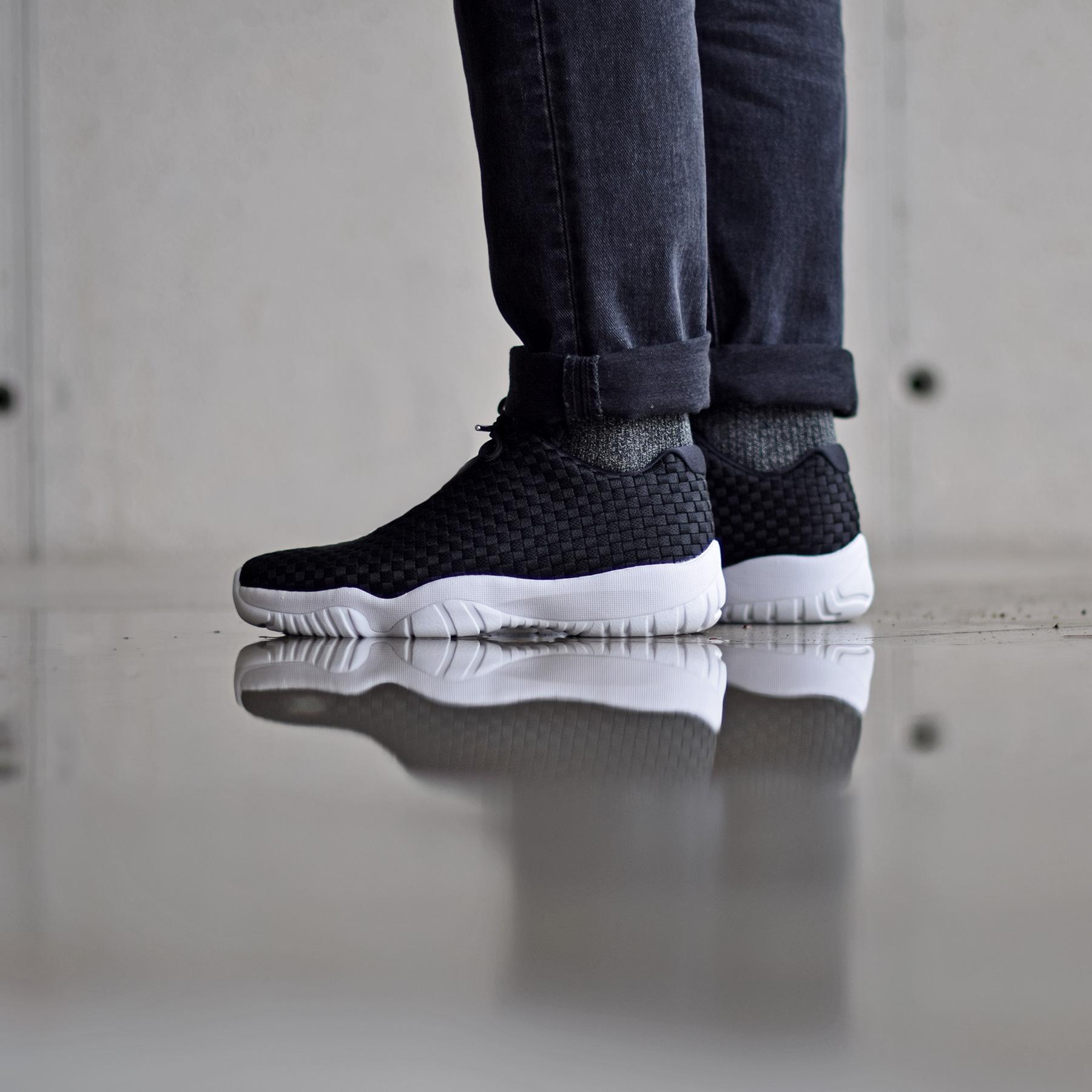 Jordan Brand présente une Air Jordan Future Low dans un coloris Black/White.