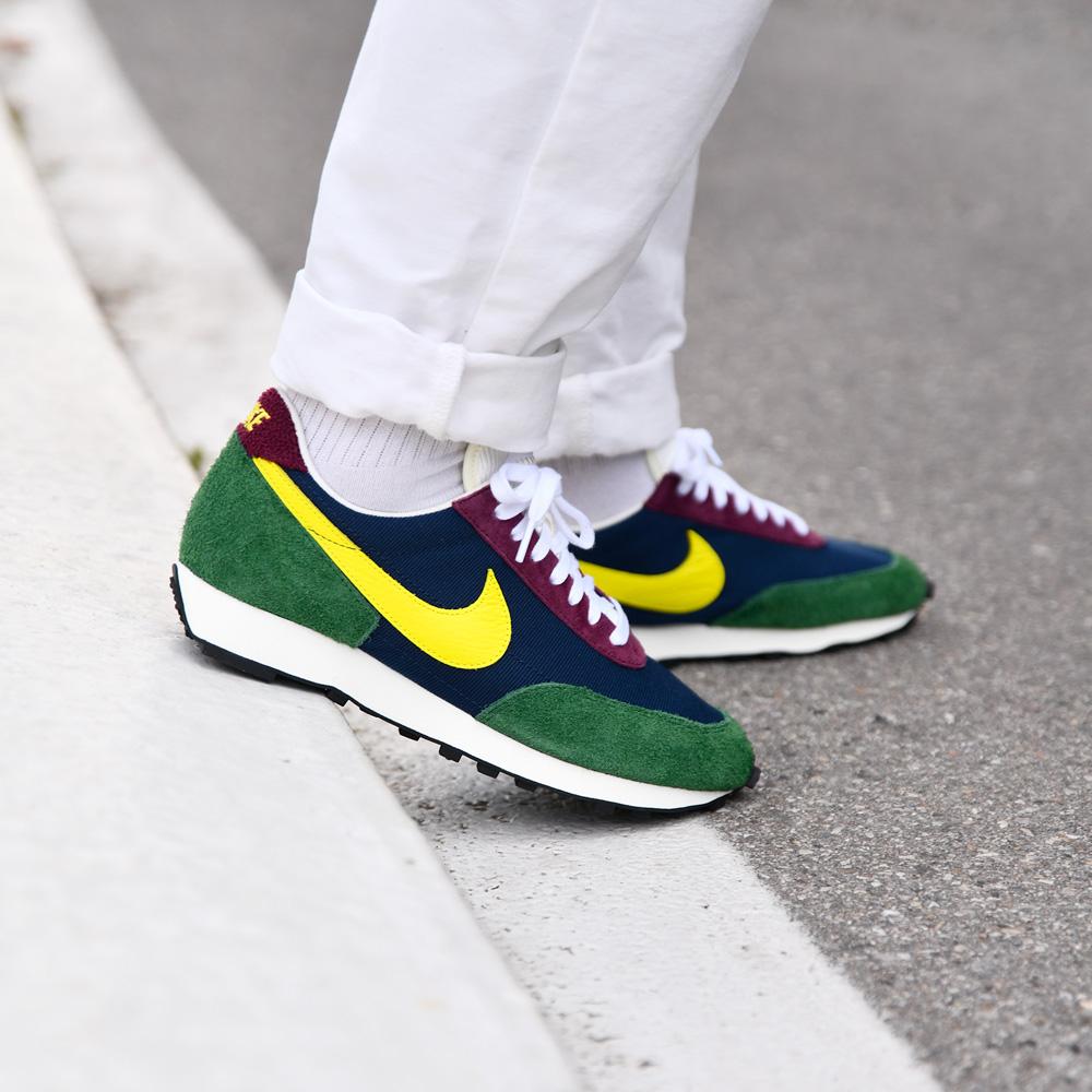 Nike Daybreak Obsidian/Dynamic Yellow - Sneakers.fr