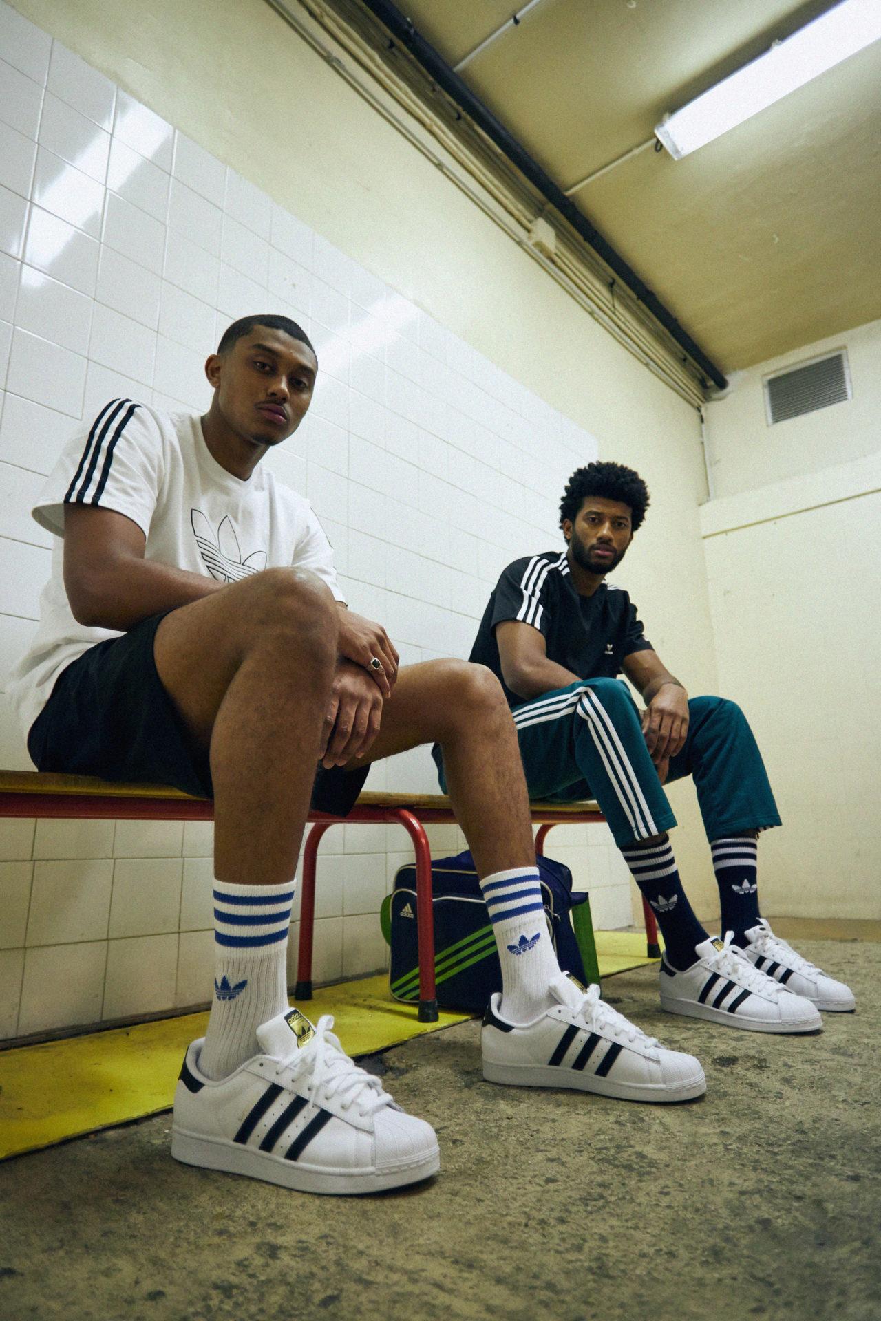 05 ADIDAS Kareem Abdul Jabbar Shell Toe Sneakers Blanc Bleu