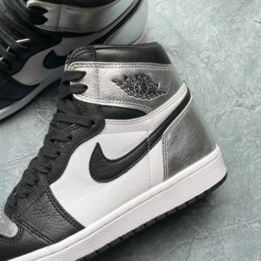 Air Jordan 1 High WMNS Black/Silver Toe