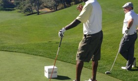 Michael Jordan joue au golf en Air Jordan 6 Low White/Infrared