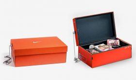 Un coffre dans une boite de sneakers Nike